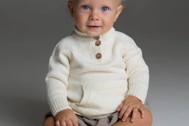 2c089cc7b932 Strikkeopskrift på Baby Bluse – Strikkekit